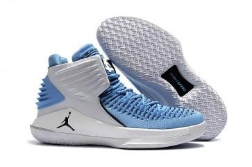 "Hommes Air Jordan 32 ""UNC Tar Heels"" PE Blanc et Carolina Bleu"