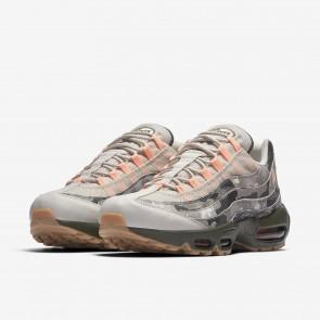 Hommes Chaussures Nike Air Max 95 Essential Camo Desert Le sable/Noir/Cargaison Kaki/Le coucher du soleil Teinte AQ6303-001