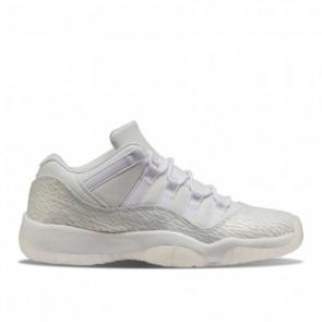 Air Jordan 11 Low GS (Femmes / Hommes) Blanc / Platine pure Chaussures (897331-100)